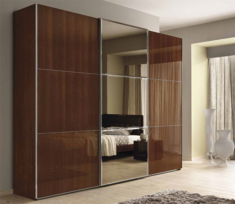 kleiderschrank schiebet r italien spiegel nussbaum furnier hochglanz qualit t. Black Bedroom Furniture Sets. Home Design Ideas
